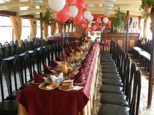 Оформление зала-стола шарами
